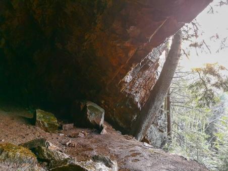Räuberhöhle 4